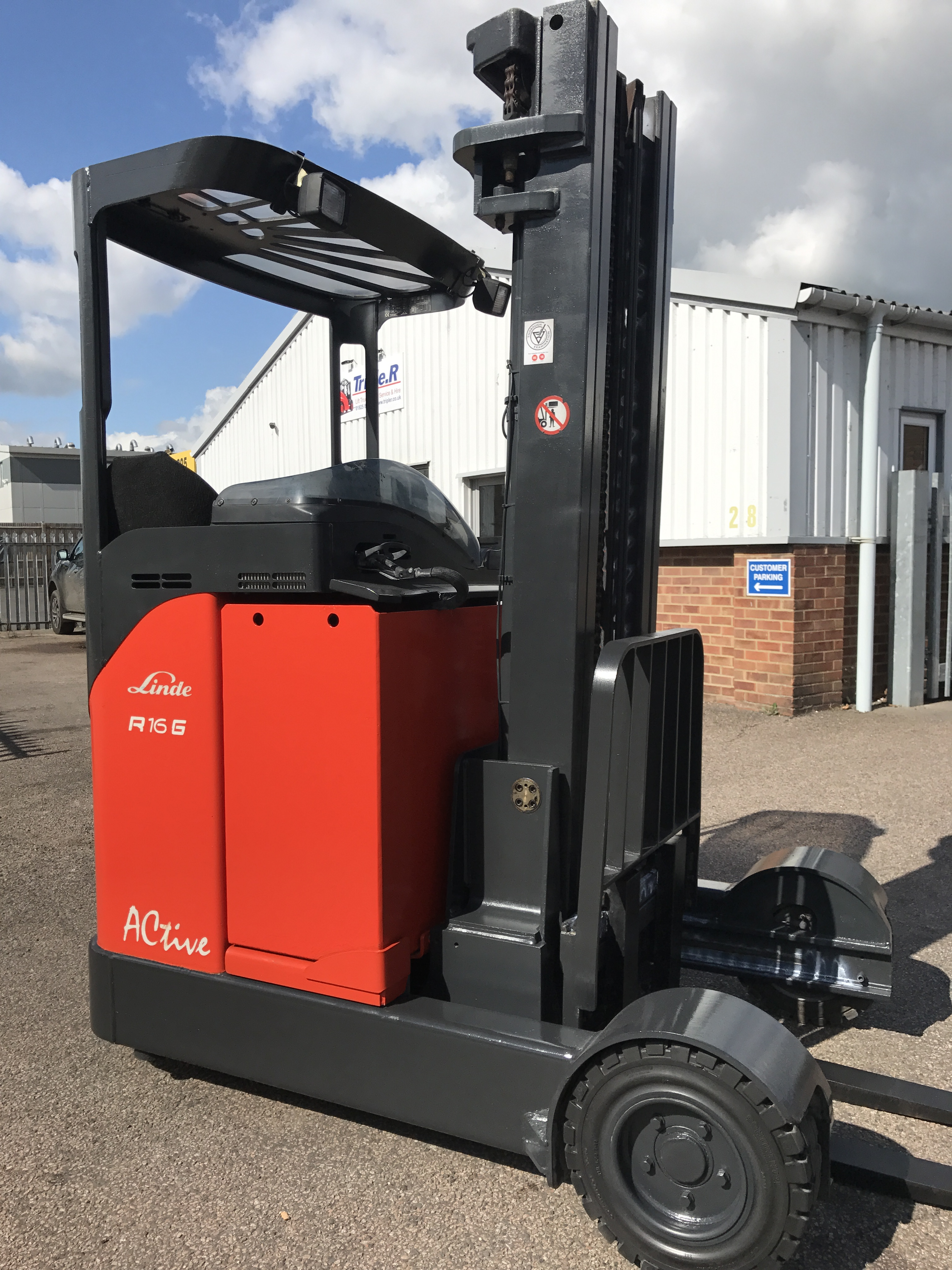Special - Linde R16G - Indoor/Outdoor Reach Truck