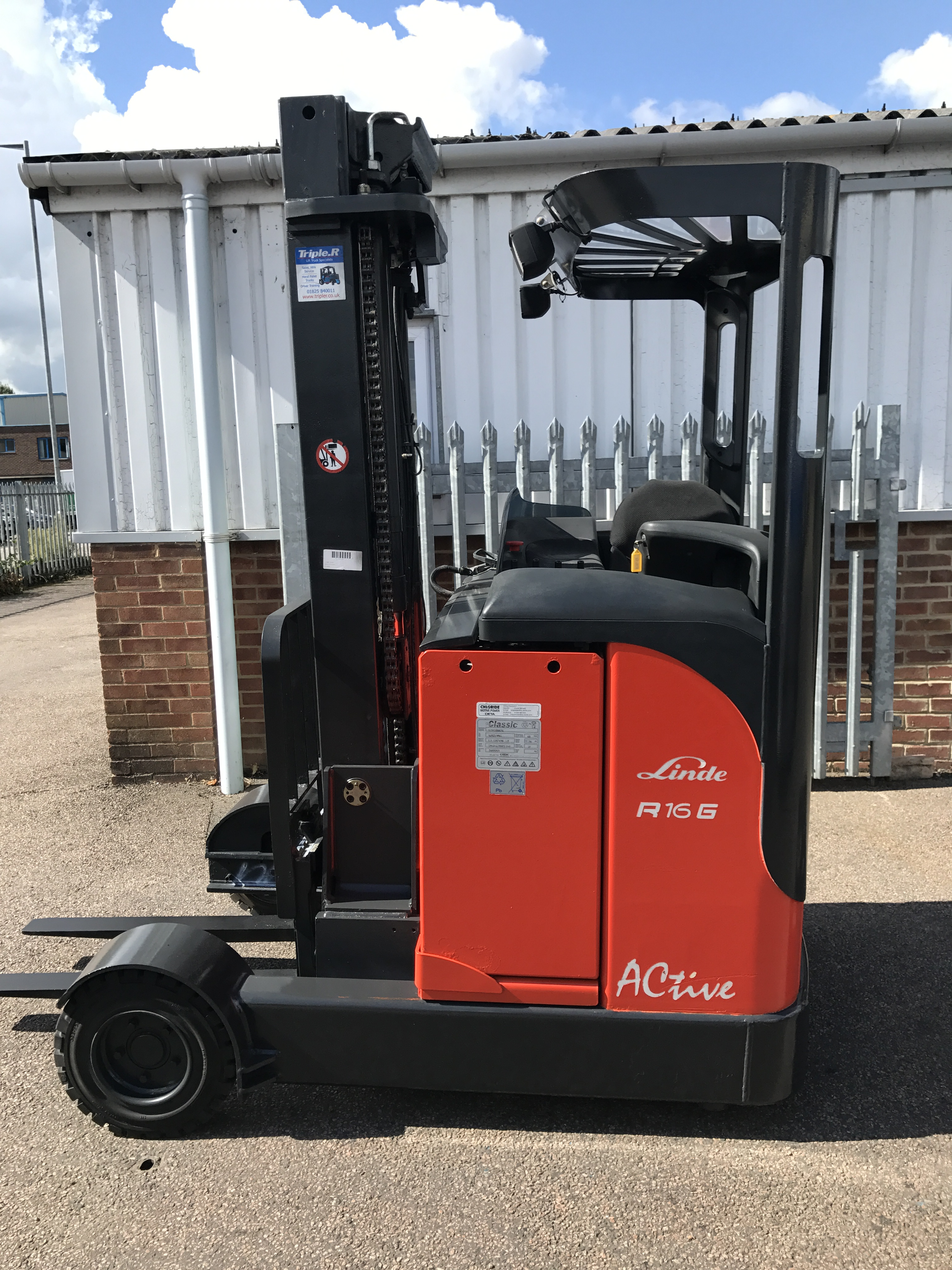 ** Due-In ** Special - Linde R16G - Indoor/Outdoor Reach Truck