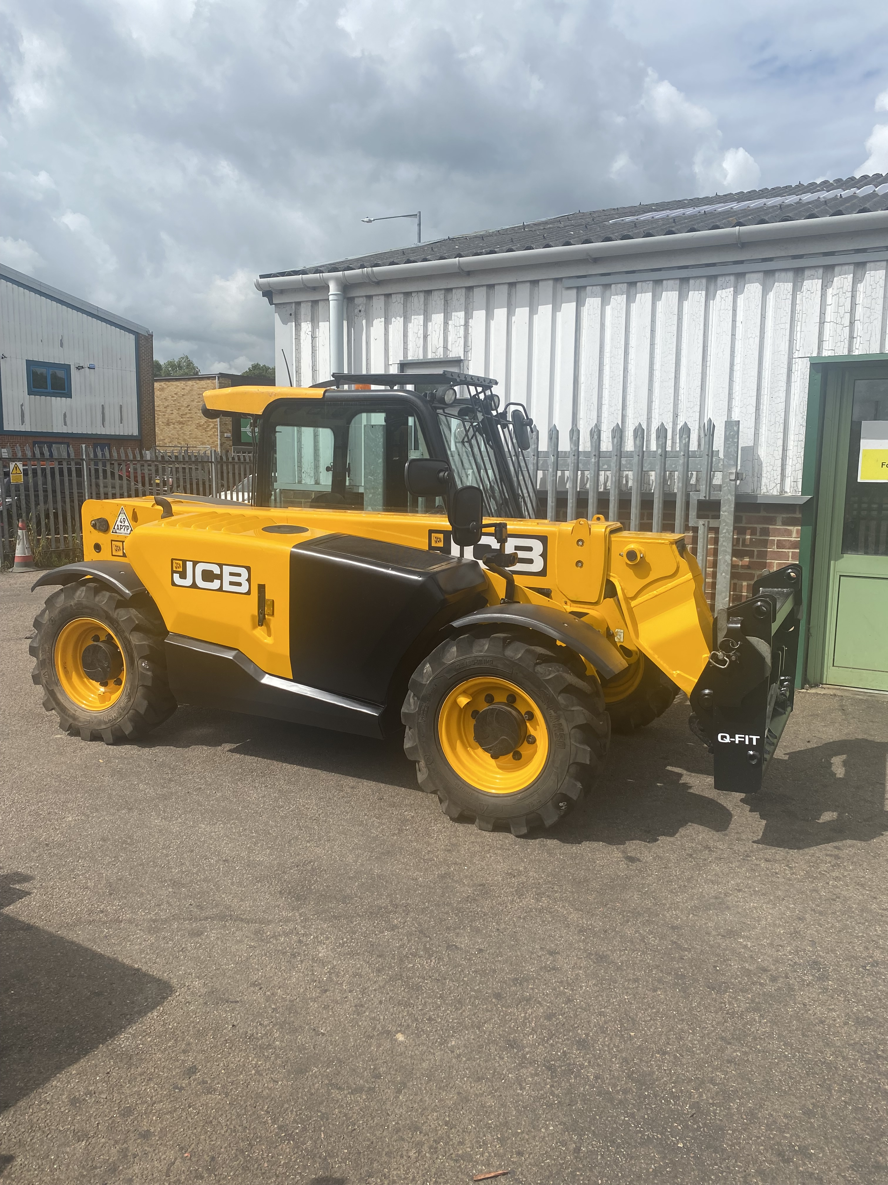 BT LSR1200 Counterbalanced Reach Stacker